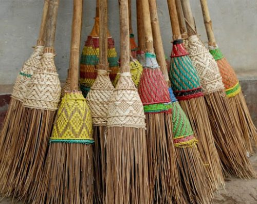 Follow These Vastu Tips for Keeping Broom to Attract Money